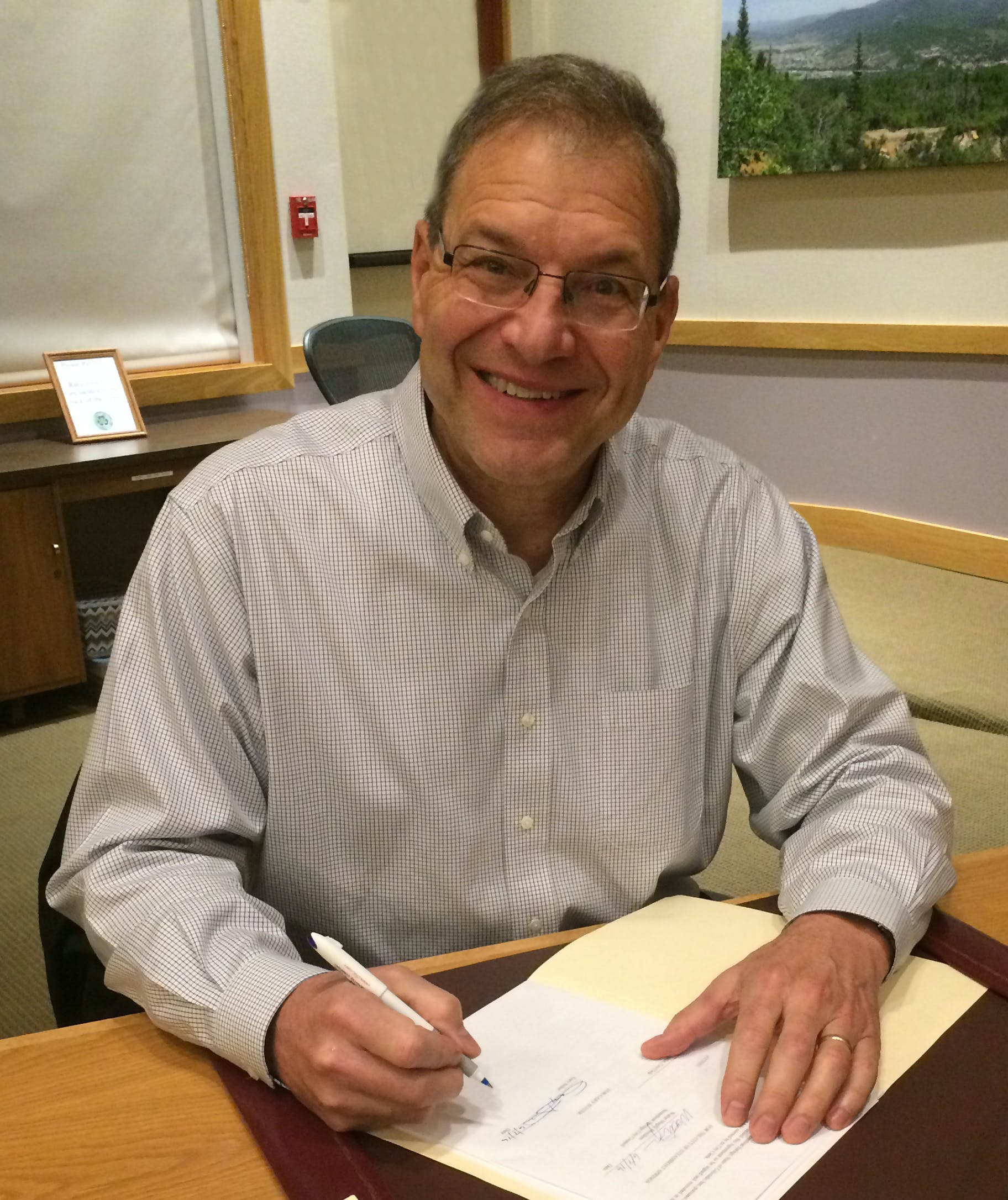 Gary suiter   contract signing june 2016